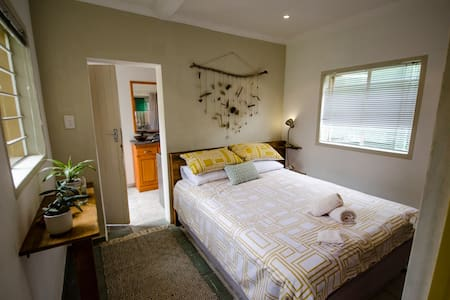 Private Cottage - 15 min from OR Tambo Airport