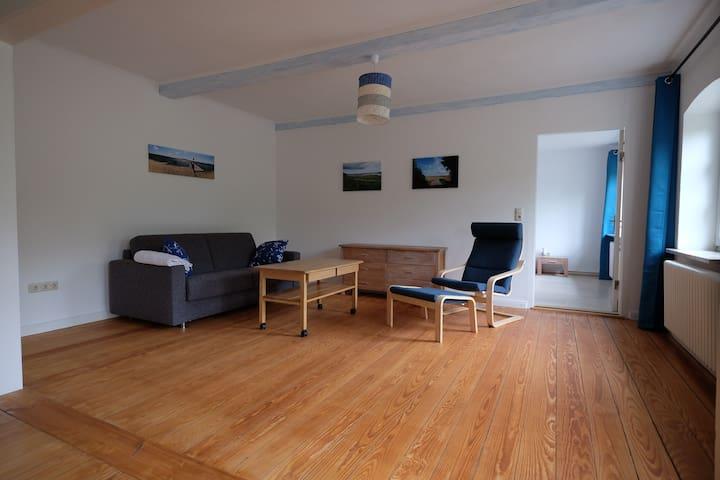 Wohnzimmer mit Schlafsofa (140x200)