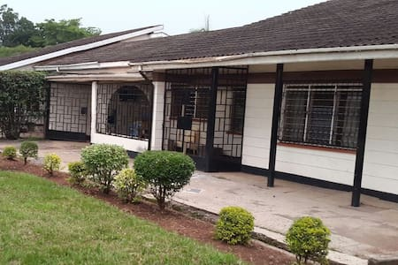 Hostel with comfortable beds - Kisumu - Bed & Breakfast