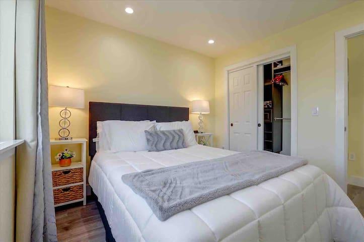 Cozy bedroom with view to the secret garden