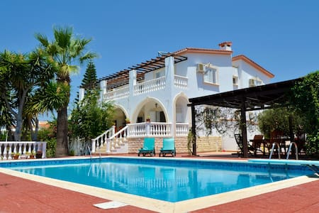 Villa Dimitra - Sea View & Pool - Huvila