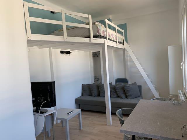 Studio avec mezzanine avec parking et WIFI