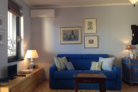 Delightful one-room flat with sea view