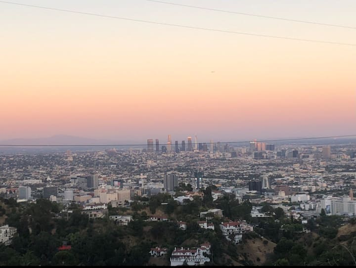 Hollywood apartment with free parking