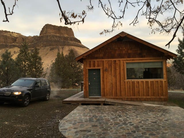 Stellar Cabin is a rustic and elegant cabin with an excellent queen bed and a stunning view of Wedding Cake.  Stellar Cabin will charm you and make you smile!