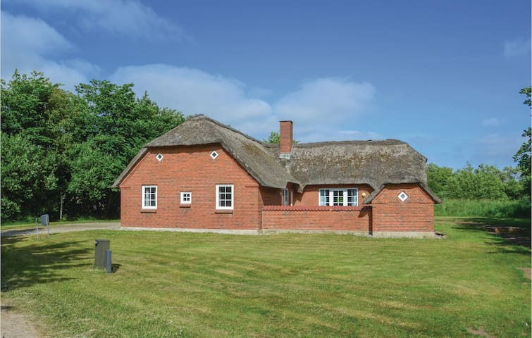 Holiday cottage with 4 bedrooms on 169 m²