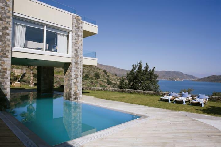 Exclusive holiday Crete villa overlooking Eloun...