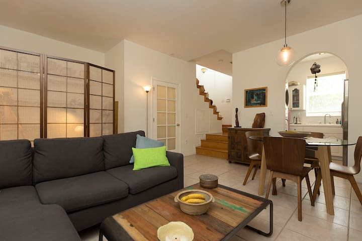 Excellent location in Coconut Grove + free parking