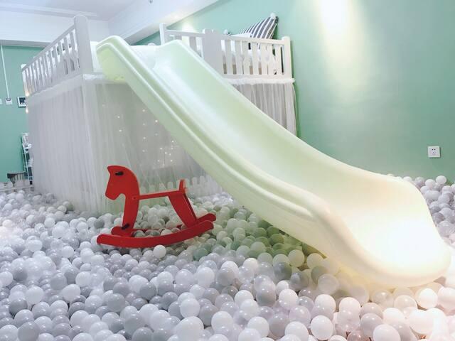 万达滑梯海洋球ins风公寓