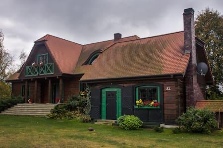 Drewniany dom jezioro Mazury