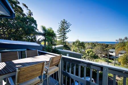 BeachHouse Oceanviews Double Room - Elanora Heights - บ้าน