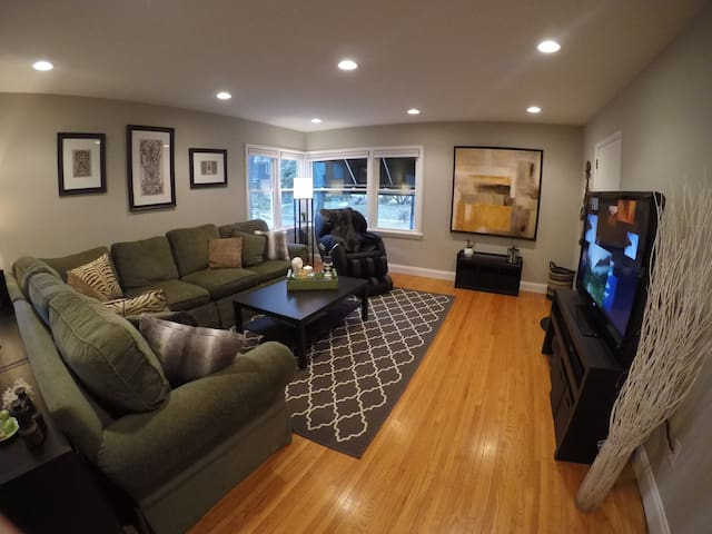 Newly Renovated Condo in the Heart of Uptown