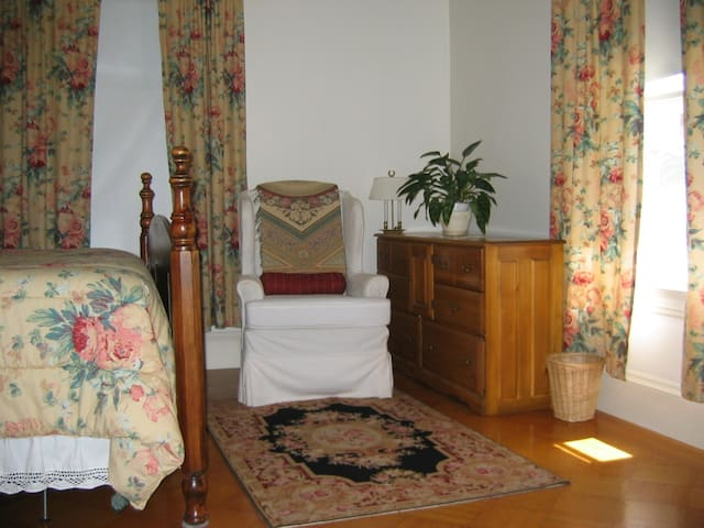 East Side Room: Close to Brown University  #4 - Providence - Bed & Breakfast