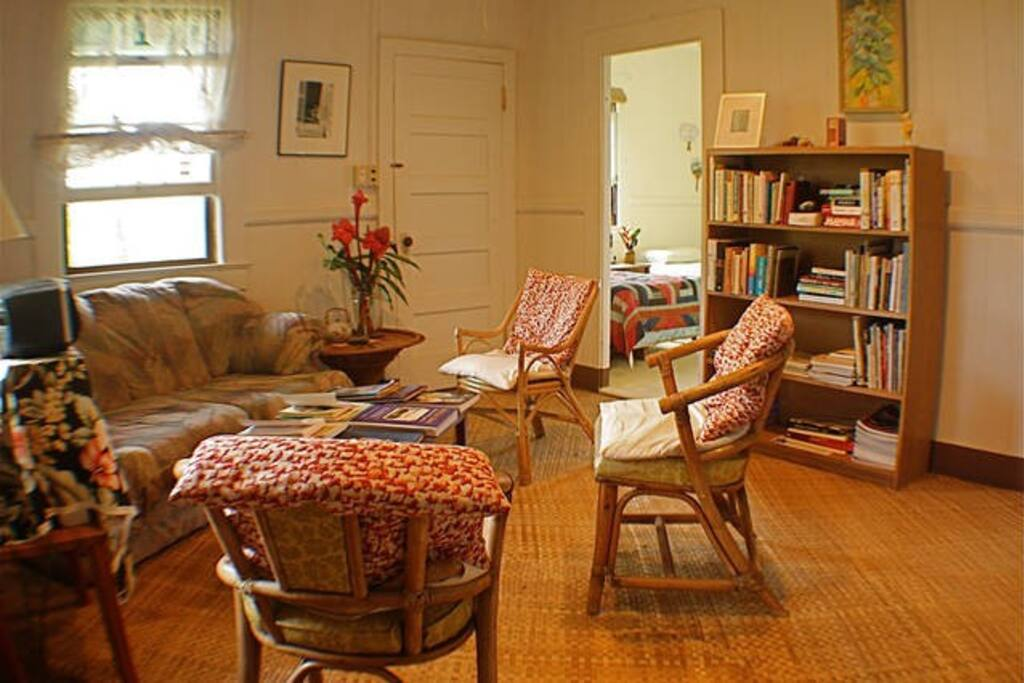 The common reading room – has a wide selection of books