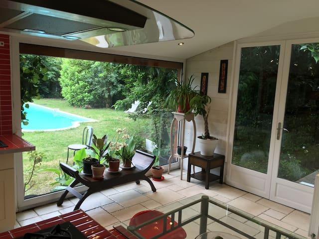Très belle maison calme avec piscine - Parempuyre - Huis