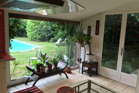 Très belle maison calme avec piscine - Parempuyre