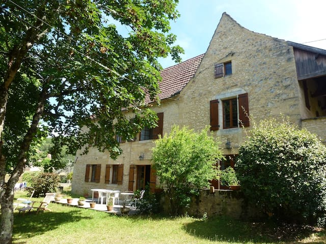 Beautiful 17th century old house  - Les Eyzies-de-Tayac-Sireuil - ที่พักพร้อมอาหารเช้า