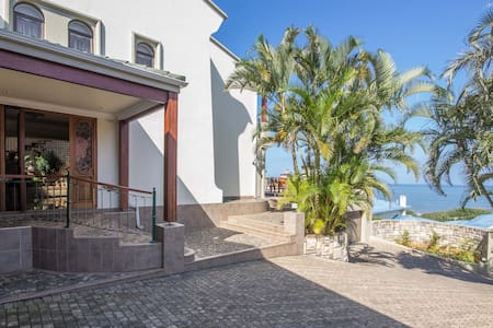 Tranquil, Upmarket, Apartment in Southbroom, KZN.
