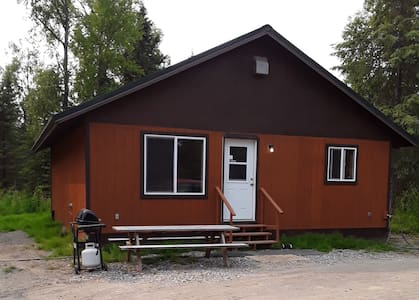 Cozy cabin not far from many Alaska activities