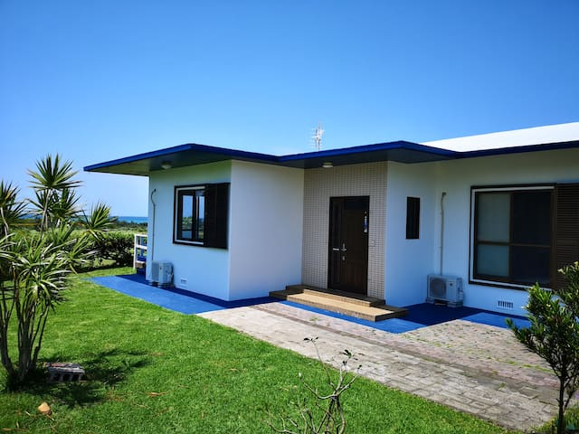 ScenicOceanAndGlasslandViewNatureHouseIshigaki