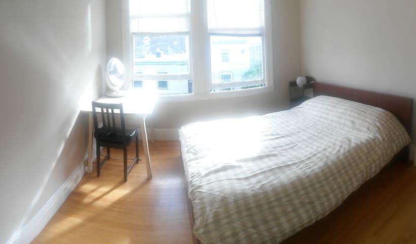 Sublet cozy sunny room in Castro!