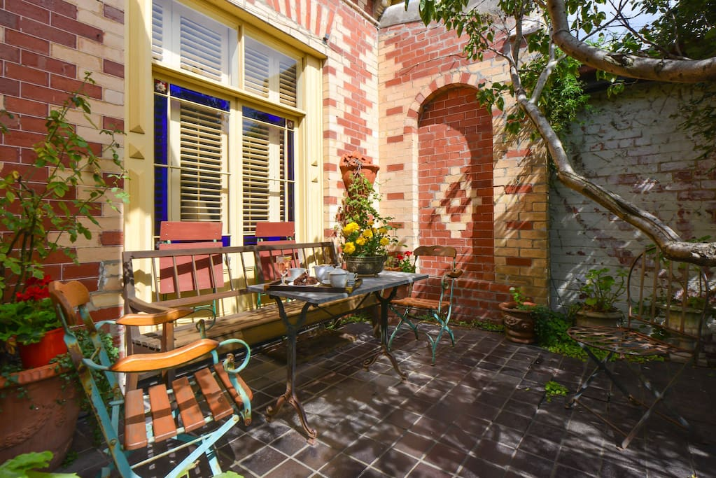 Spacious Cottage Nice Patio Garden Guesthouses For Rent In Richmond Victoria Australia