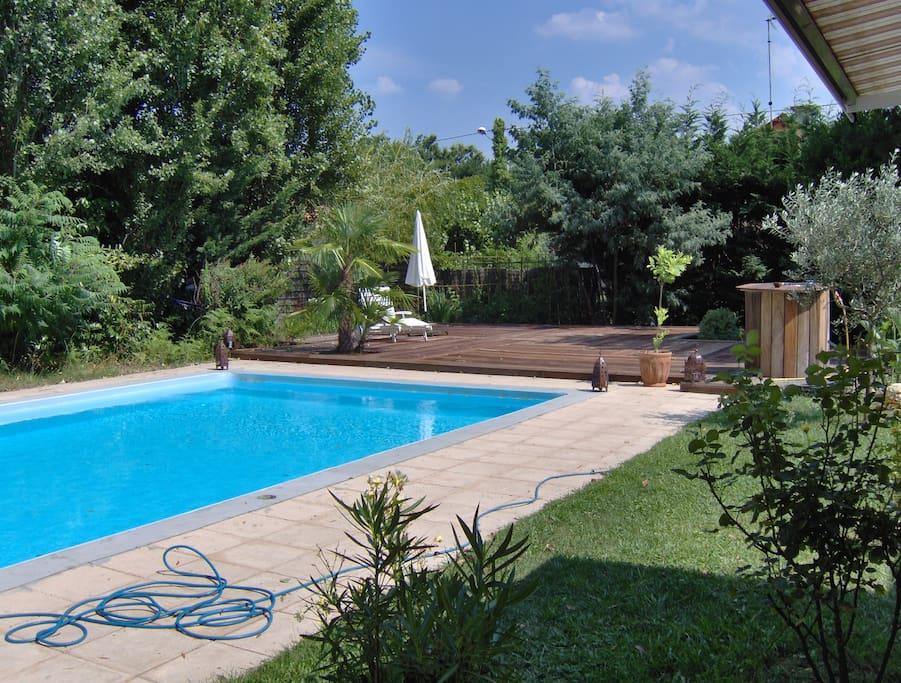 piscine chauffée et nage à contre courant et au sel