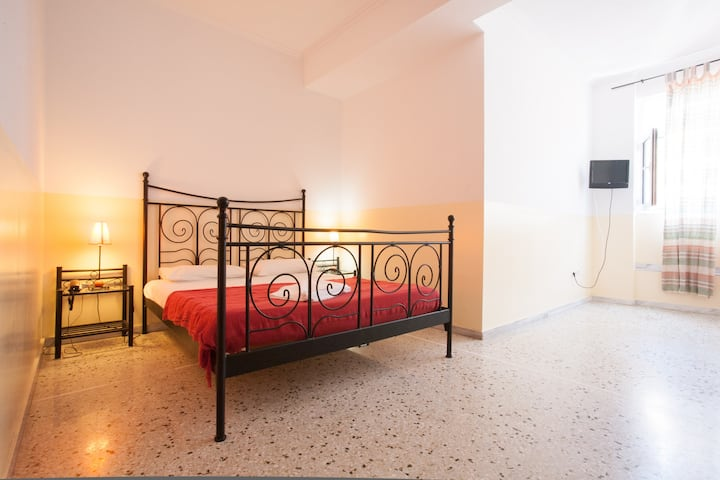 Studio for 3 in the heart of Athens