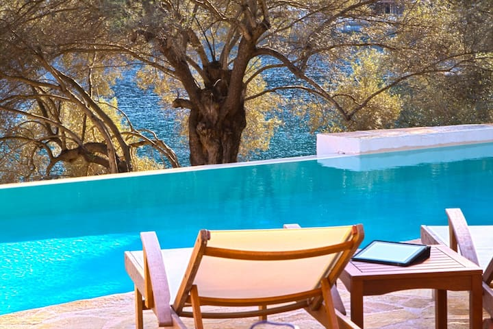 Luxury Villa Amoudia, High-Tech - Apollonioi