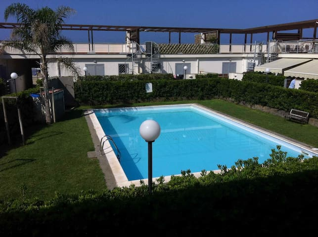 Seafront apartment Swimming pool, garden near Rome