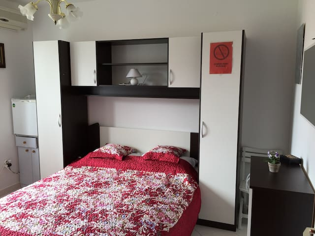 Ensuite room in Cres,100 m from sea - Cres - Apartamento