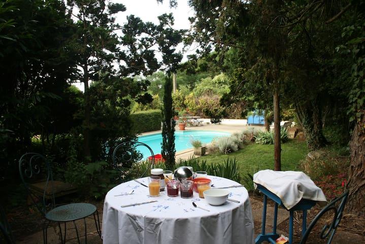 Maison de charme 10' circuit  - Yvré-l'Évêque - Bed & Breakfast