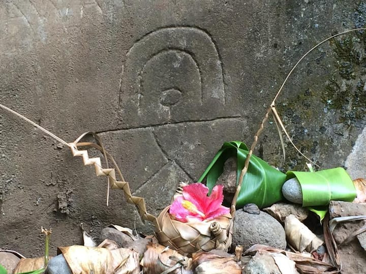 Hawaiian Petroglyph and Offering