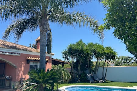 Casa Terracota Ideal for a family or two couples.