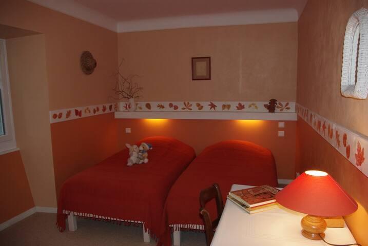 """""""Clémentine"""", la chambre des enfants, face à la chambre parentale -2 lits de 90 cm."""