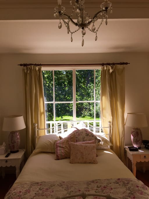 Queen sized bed with ensuite and garden view