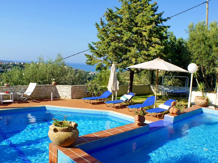 Villa Clio with Pool, Stalos, Crete