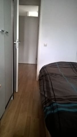 1 person basic bedroom near Utrecht.