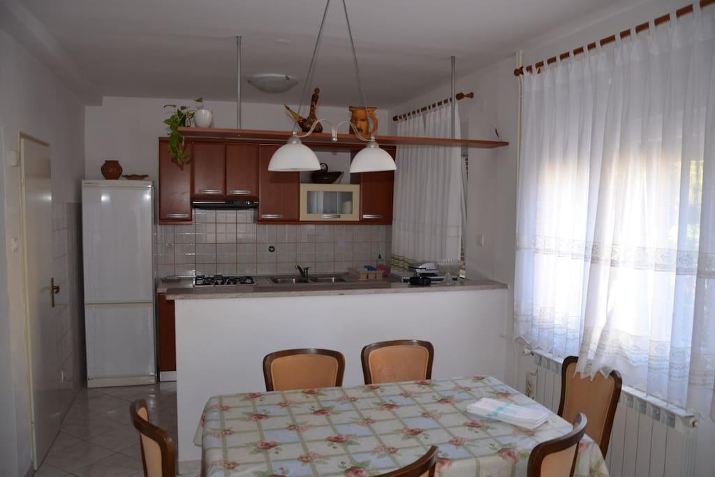 cucina con soggiorno