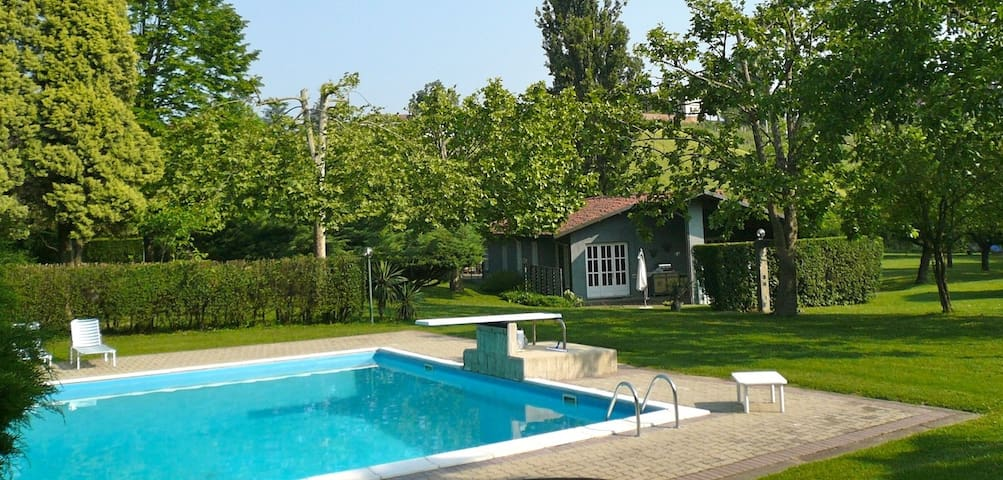 Cottage with Pool & Tennis - Mongardino - Casa
