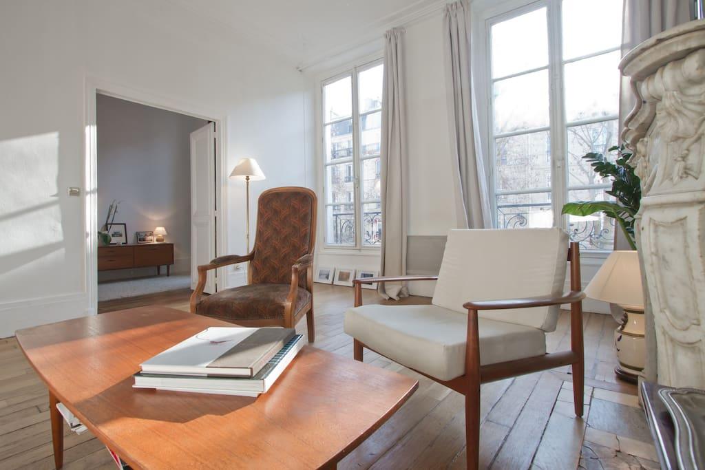 charmant appartement dans le marais apartments for rent in paris le de france france. Black Bedroom Furniture Sets. Home Design Ideas