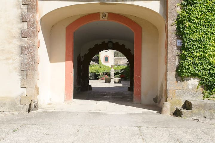 L'ingresso/ the main entrance of the Masseria