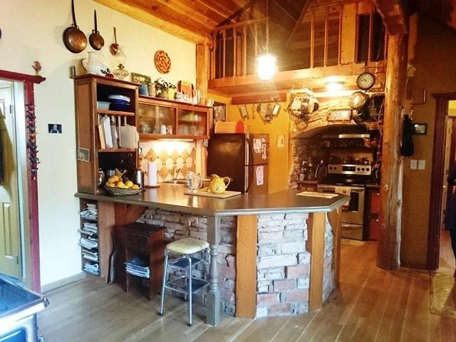 HB3  (Cozy 3 bdrm+loft in  Historic Old Town)