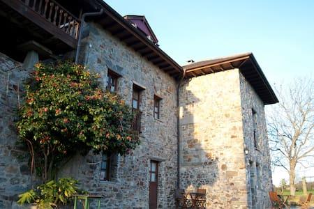 """Ca Xuacu """"La Panera"""". Asturias - Valdés - Vila"""