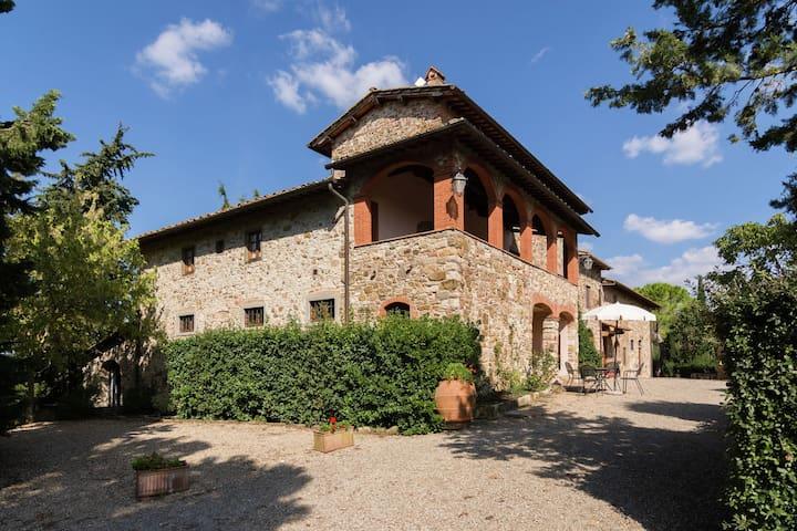 Grazioso cottage con piscina a Tavarnelle Val di Pesa