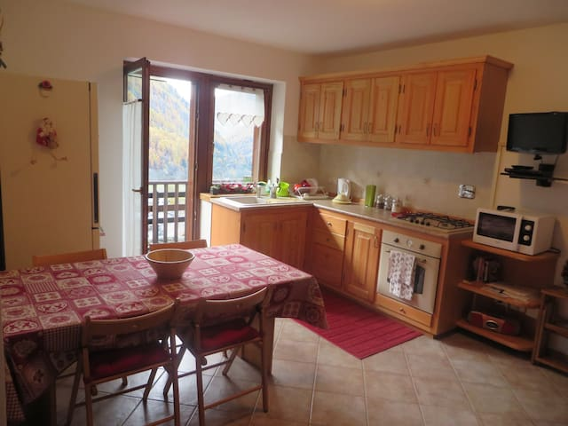 FANTASTIC VIEW 1100 MT - Sleeps 5 - Valpelline - Appartement