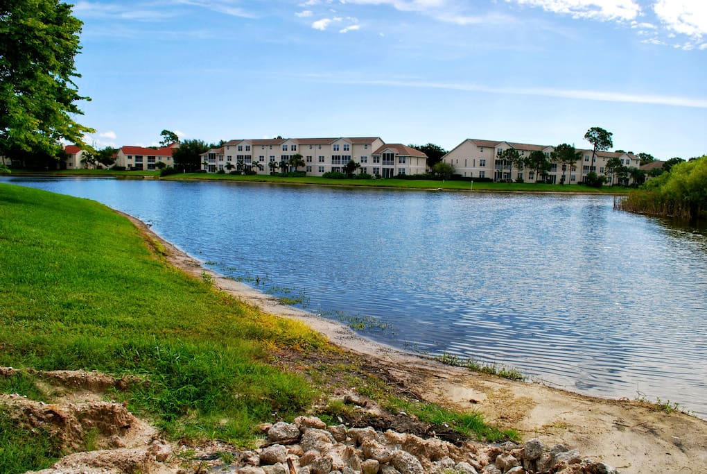 The Vintage Grand community is located beside a beautiful natural lake with rich animal world.