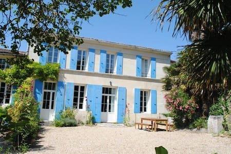 maison de vacances grand confort - 5/10 personnes - Chenac-Saint-Seurin-d'Uzet