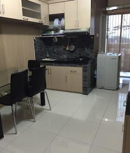 Cibubur Village Apartment - Cimanggis - Apartamento