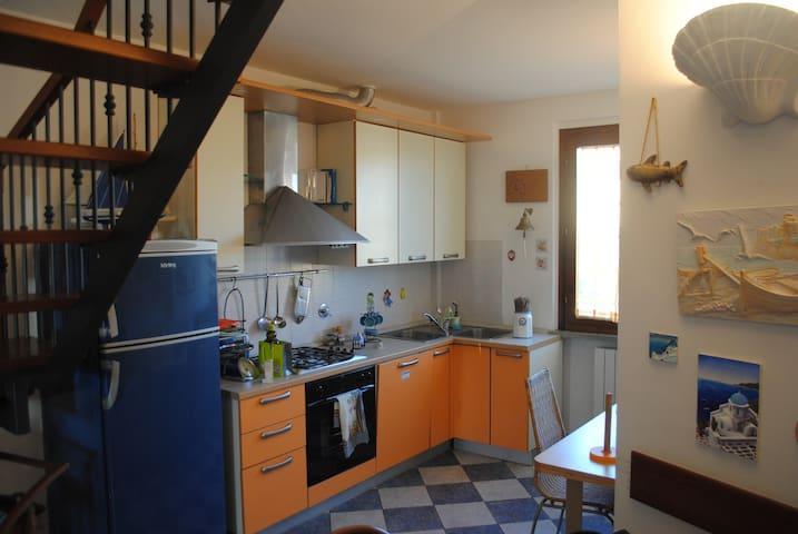 ACCOGLIENTE TRILOCALE  VISTA MARE - Rosignano Solvay-Castiglioncello - Lägenhet